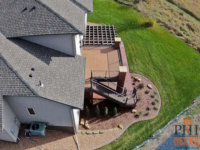 Azek_decking-brick-arch-and-posts-cap-stones-landscaping-backyard-renovation