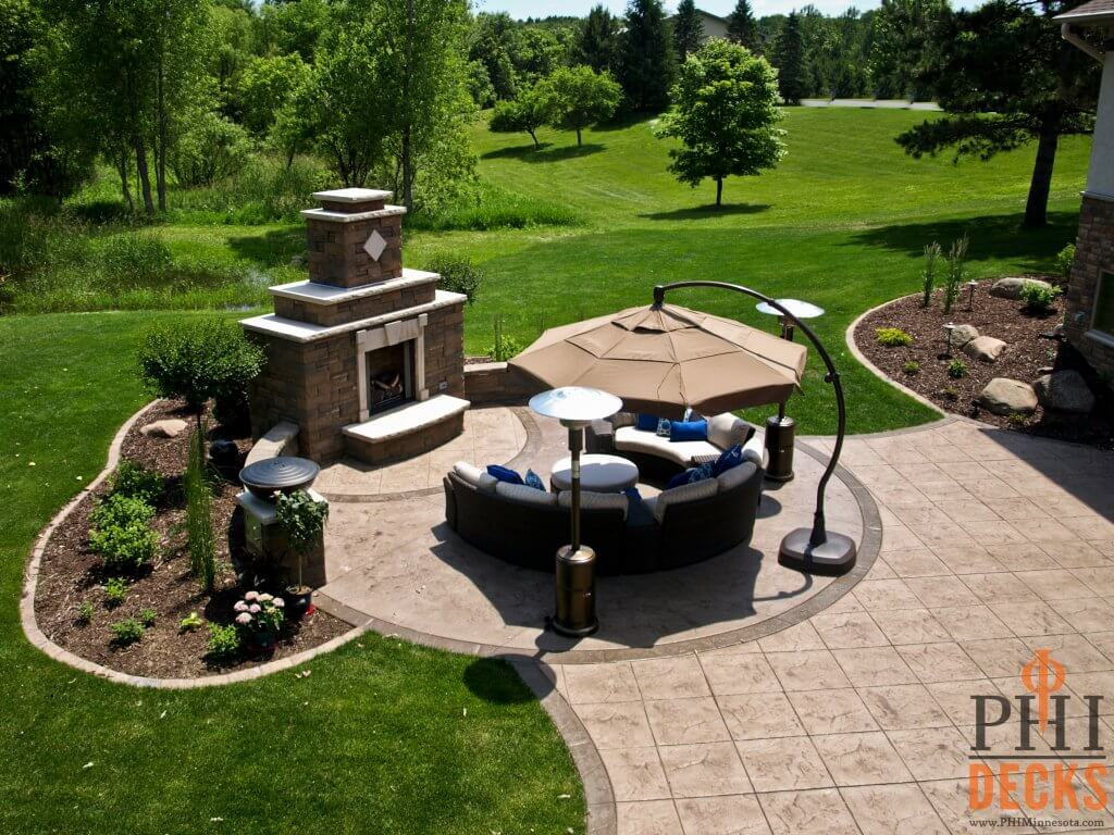 curved-fireplace-firebowl-stamped-concrete