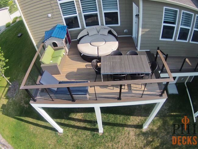 drink-rail-cable-railing-timbertech-decking-low-maintenance
