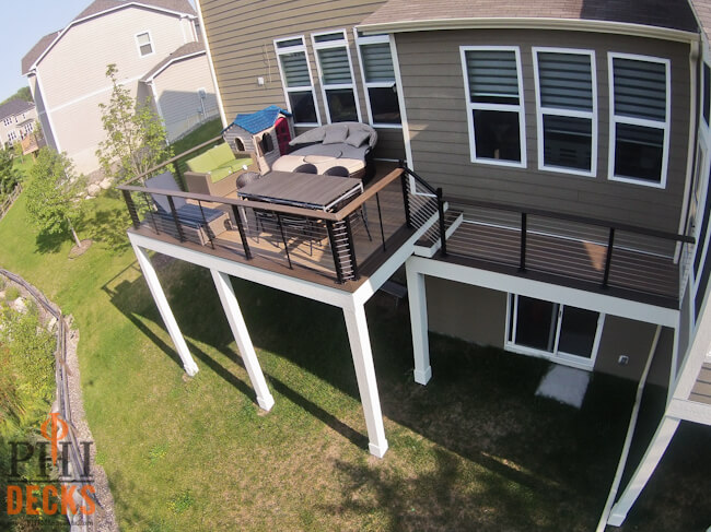 low-maintenance-deck-cable-railing-wrapped-posts